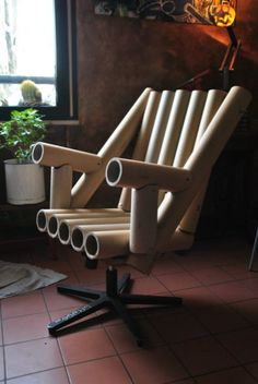 31 Comfy Chair Inspirations for Small Rooms – Living Room Cozy Cardboard Tube Crafts, Cardboard Recycling, Cardboard Crafts, Bamboo Furniture, Diy Furniture, Furniture Design, Cardboard Chair, Cardboard Furniture, Bamboo Crafts