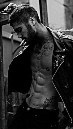 Cabelo Zayn Malik, Zayn Malik Fotos, Estilo Zayn Malik, Zayn Malik Style, Smoking Is Bad, Man Smoking, Zany Malik, Bild Tattoos, Hommes Sexy
