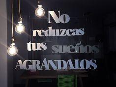 Escaparate, visual merchandising, lettering, madera, sueños, navidad