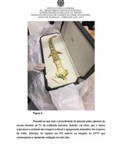 ! A #PolíciaFederal descobriu mais de uma centena de objetos guardados num cofre do Banco do Brasil em nome de Marisa Letícia a esposa de Lula. Eram presentes na maioria que Lula recebeu quando chefe de Estado. Presentes valiosíssimos  esculturas quadros joias etc. --- --- --- --- --- --- --- --- --- --- --- --- #SouMaisHonestoQueOLula #forapt #foradilma #love #impeachment #me #instagood #barackobama #photooftheday #like #bbb16 #jornalnacional #cut #bnds #girl #rip #beautiful #tbt…