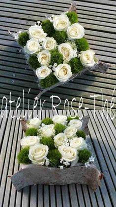 Atelier Rose-Thé - art floral Mousse, fleurs piquées, écorce de bouleau ༺✿ ☾♡ ♥ ♫ La-la-la Bonne vie ♪ ♥❀ ♢♦ ♡ ❊ ** Have a Nice Day! ** ❊ ღ‿ ❀♥ ~ Sun May 2015 ~ ❤♡༻ ☆༺❀ . Art Floral, Deco Floral, Floral Design, Flower Arrangements Simple, Flower Centerpieces, Flower Decorations, Ikebana, Deco Champetre, Funeral Flowers