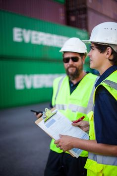 Bei Contargo wird die erste Fachkraft für Hafenlogistik in Hessen ausgebildet - http://www.logistik-express.com/bei-contargo-wird-die-erste-fachkraft-fuer-hafenlogistik-in-hessen-ausgebildet/