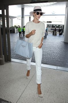 Rosie Huntington-Whiteley wears all-white outfit as she jets out of LA - Solo trip: The beautiful Brit appeared to be travelling without her boyfriend of five years, Jason Statham, 47 Source by Sylwiusza - White Jeans Outfit, All White Outfit, White Outfits, Casual Outfits, White Pants, Cream Jumper Outfit, Cream Sweater, White Denim, Moda Casual
