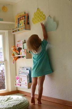 dekorator amator: Półeczki w pokoju dziecka