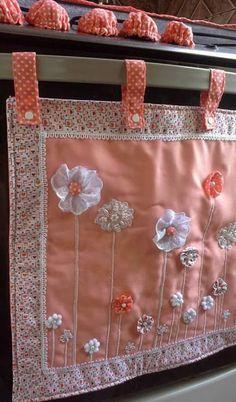 Lindas ideas para decorar la puerta del horno o estufa Fabric Crafts, Sewing Crafts, Sewing Projects, Projects To Try, Applique Designs, Quilting Designs, Art Deco Curtains, Sewing Tutorials, Sewing Patterns