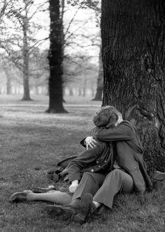 Hyde Park, 1944 | vintage kiss | lovers | embrace | passionate | 1940s | love