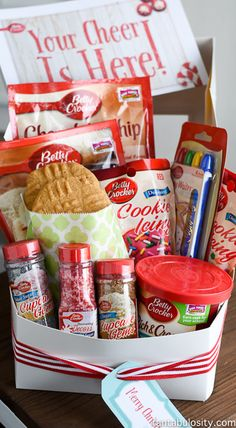 Such a cute gift idea. Make cookies AND give them the goodies to make their own. Holiday Baking Kit, DIY Christmas gift idea #SpreadCheer #Ad @bettycrocker