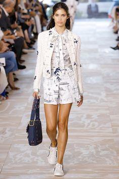 Tory Burch Spring 2017 ready-to-wear collection New York Fashion Week Fashion Over, Fashion 2017, Women's Fashion Dresses, Skirt Fashion, Runway Fashion, Fashion Show, Tory Burch, Womens Fashion Casual Summer, Spring Fashion