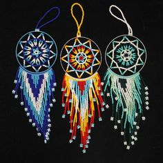 These dream catchers are so pretty. Indian Beadwork, Native Beadwork, Native American Beadwork, Native American Jewelry, Beaded Beads, Beaded Jewelry, Loom Beading, Beading Patterns, Dreamcatchers