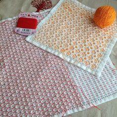 刺し途中のふきん。赤色はもう少しで完成久しぶりにオレンジ色の糸可愛いです☺︎#刺し子#sashiko#花ふきん#stitching #handstitched