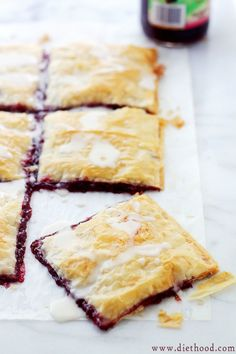 I use vegan butter Phyllo Raspberry Pop Tarts with Vanilla Glaze: layers of phyllo sheets filled with raspberry jam and topped with a sweet vanilla glaze. Just Desserts, Delicious Desserts, Dessert Recipes, Yummy Food, Yummy Treats, Sweet Treats, Brunch, Vanilla Glaze, Croissants
