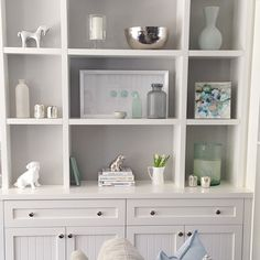 We back painted this custom built-in with Benjamin Moore's stonington grey to give it a little something extra #shelfie #designdetails #alibuddinteriors