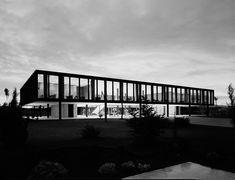 icaronycteris:  Mies van der Rohe: oficinas para Bacardí, Tutltilán, Estado de México, 1957-61 Mies van der Rohe: Bacardí office building, Tultitlán, State of México, 1957-61 via