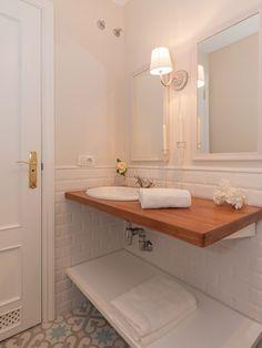 Green bathroom: complete guide to decorate this little corner - Home Fashion Trend Bad Inspiration, Bathroom Inspiration, Large Bathrooms, Small Bathroom, Small Toilet, Brown Bathroom, Bathroom Curtains, Bathroom Interior, Bathtub