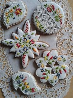 Beautiful cookies - Gingerbread or Mézeskalács ,sometimes decorated as here, is a popular gift around Christmas. Fancy Cookies, Iced Cookies, Cute Cookies, Royal Icing Cookies, Sugar Cookies, Cookies Et Biscuits, Iced Biscuits, Vintage Cookies, Frosted Cookies