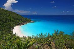 Anse Goergette, Seychellen: Durch den Wechsel der Monsunwinde ist die beste Reisezeit Juni für das Inselparadies.  http://www.marcopolo.de/reisefuehrer/seychellen