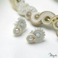 http://www.margita.eu/pl/product,440  Kolczyki malutkie do kompletu ślubnego Nupcial Delikatne białe sztywny