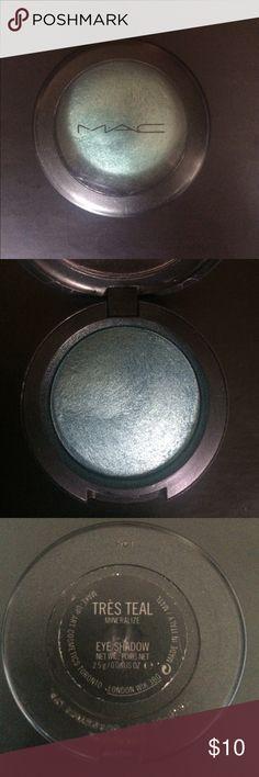 MAC Tres Teal Eyeshadow Rare MAC Tres Teal Eyeshadow 2.5g                            Limited edition from the Rococo collection MAC Cosmetics Makeup Eyeshadow