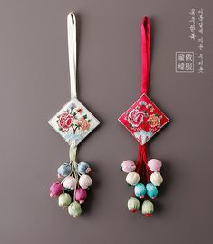 전통모란노리개 Fancy Blouse Designs, Designs For Dresses, Fabric Jewelry, Tassel Jewelry, Handmade Rakhi Designs, Saree Tassels Designs, Diy Tassel, Hand Embroidery Designs, Fabric Flowers