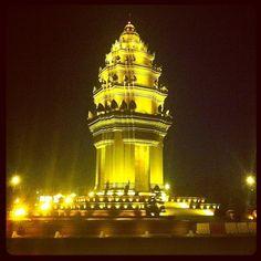 Colombianos en Asia - Paseo en Familia - Julio 2013 - Independence Monument in Phnum Pénh, Phnom Penh