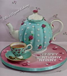 Vintage teapot cake and sugar teacup and saucer. It is always a pleasure to do a cake with a vintage theme :) xx Tea Party Theme, Tea Party Birthday, Birthday Cake, Beautiful Cakes, Amazing Cakes, Teapot Cake, Gravity Cake, Sculpted Cakes, Vintage Tea