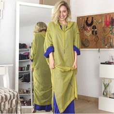 Le sousdi en pastel de chez maison Haddou Kaftan Style, Caftan Dress, Costume Marie Bleu, Abaya Designs, Moroccan Caftan, Cute Girl Pic, Embroidered Clothes, Fashion Sewing, Fashion Dresses
