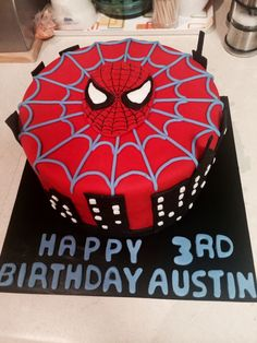 Spider-man Cake :) why is everything covered in fondant? Lol I don't wanna eat that but I like how it looks