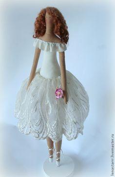 Tilda ballerina in white lace tutu. So pretty.
