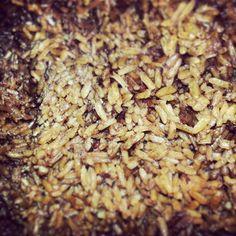 arroz de cebollas caramelizadas Pasta, Grains, Rice, Food, Recipes, Caramelized Onions, Meals, Essen, Seeds