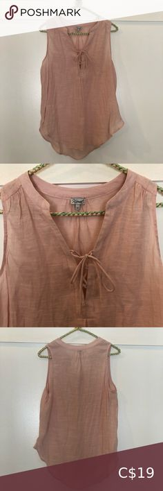 Pale pink tank top by Kismet with hi-low hem Lovely pale pink tank top by Kismet. Features tie at V neck and scoop style hi-low hem. EUC the only flaw is a strange stitching on the tie- barely noticea Lace Cardigan, Cardigan Fashion, Plus Fashion, Fashion Tips, Fashion Trends, Pale Pink, Stitching, Tie, Flat