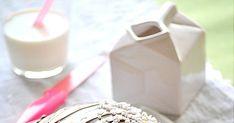 Στο γλυκό κόσμο των κέικ!!!  Υλικά 200 γρ. αλεύρι 125 γρ. μαργαρίνη 50 γρ. κακάο 1 κούπα καφέ δυνατό (Espresso ή 1 κούπα νερό με 4 κ.γ. Νες...