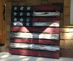 Flag made out of a pallet : My cousin made this, super cute!