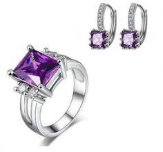 inel si cercei frumosi si eleganti http://www.bijuteriifrumoase.ro/cumpara/cercei-si-inel-elegante-cu-cristale-mov-3357