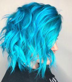 Bright Blue Hair, Bold Hair Color, Aqua Hair, Turquoise Hair, Beautiful Hair Color, Colorful Hair, Medium Hair Styles, Short Hair Styles, Hidden Hair Color