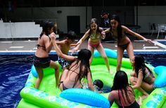 Teen pool party ideas : Pool Parties For Teens. Pool parties for teens. Teen Pool Parties, Pool Party Games, Pool Activities, Kid Pool, Pool Designs, House Party, Best Part Of Me, Cool Kids, Party Ideas