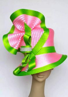 Harriet Rosebud Hats Carnation and spring green Sunday hat. Fascinator Hats, Millinery Hats, Fascinators, Crazy Hats, Stylish Hats, Kentucky Derby Hats, Church Hats, Fancy Hats, Love Hat