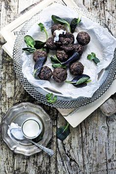 Pratos e Travessas: Falafel integral de feijão preto # whole wheat, black bean falafel | Food, photography and stories