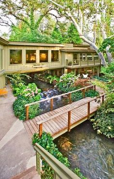 5 Houses that Bring the Water Indoors      Kaweah Falls: A River Runs Under It