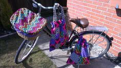 My new Dawes Duchess deserved some custom made bike accessories: basket liner and top, helmet bag and matching handbag to go in the basket!