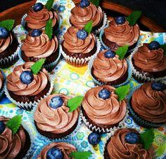 Chokolade med mousse og blåbær