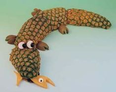 How to Make Food Sculptures -- Pineapple Alligator.This awesome alligator is no swamp-lurker, he'd much rather be front and center on your buffet. Fruit Sculptures, Food Sculpture, Animal Sculptures, Veggie Art, Fruit And Vegetable Carving, Veggie Food, Animal Themed Food, Animal Food, Deco Fruit