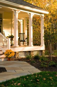 love love love this front porch. My new inspiration for our porch.