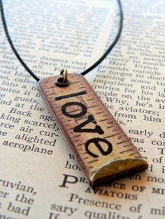 Joyería Elaborada con Cintas Métricas y Reglas