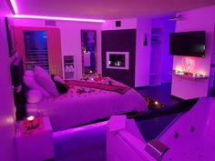 Bedroom Decor For Teen Girls, Girl Bedroom Designs, Room Ideas Bedroom, Small Room Bedroom, Chill Room, Cozy Room, Neon Bedroom, Indie Room, Stylish Bedroom