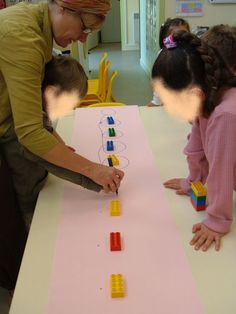 Voir l'article DES PONTS DES PONTS pour le déroulement . C'est le même… Cutting Activities, Motor Skills Activities, Montessori Activities, Gross Motor Skills, Activities For Kids, Preschool Centers, Preschool Writing, Preschool Kindergarten, Pre Writing