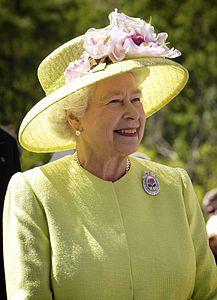 Numero trentacinque: Elisabetta II (Elizabeth Alexandra Mary; Londra, 21 aprile 1926) è la regina del Regno Unito di Gran Bretagna e Irlanda del Nord. Figlia di re Giorgio VI e della regina Elisabetta, (alla nascita era la primogenita dei duchi di York[1]) è anche regina di Antigua e Barbuda, Australia, Bahamas, Barbados, Belize, Canada, Grenada, Giamaica, Nuova Zelanda, Papua Nuova Guinea, Saint Kitts e Nevis, Saint Vincent e Grenadine, Isole Salomone, Santa Lucia e Tuvalu. Fonti…