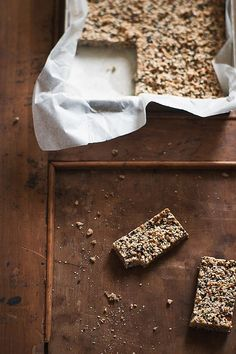 a Greek sweet snack known as pasteli. Sweets Recipes, Snack Recipes, Snacks, Desserts, Yummy Recipes, Homemade Cereal, Homemade Food, Greek Sweets, Sports Food