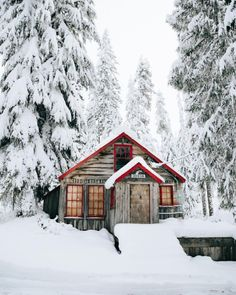 All I Need is a Little Cabin in the Woods Photos) - Suburban Men Winter Cabin, Cozy Cabin, Cabin Tent, Snow Cabin, Into The Wild, Cabin Homes, Log Homes, Scandinavian Saunas, Cabin In The Woods