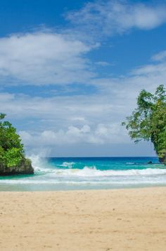 Have the beach all to yourself in Port Antonio, Jamaica. // Frenchman's Cove Beach