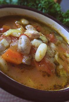 Zupa z młodej fasoli i pomidorów